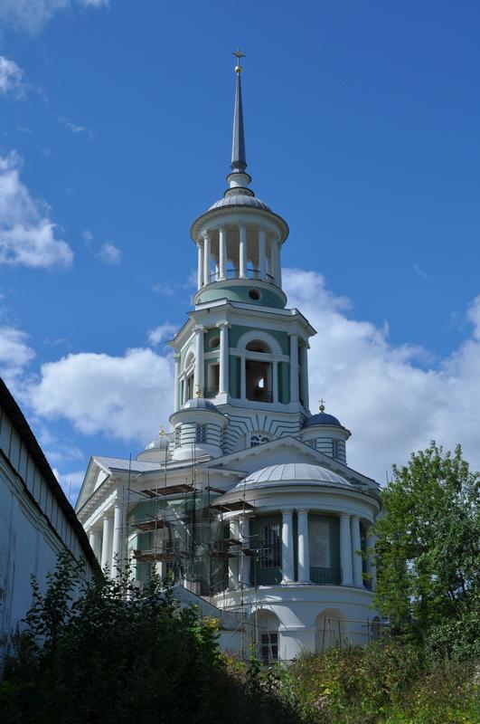 Надвратная колокольня с храмом Спаса Нерукотворного Образа Борисоглебского монастыря в Торжке