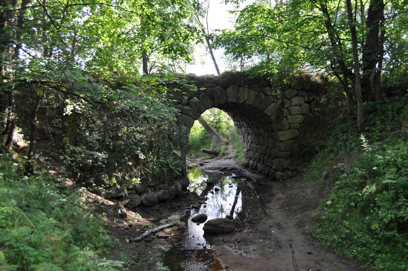 Каменный мост у деревни Паника