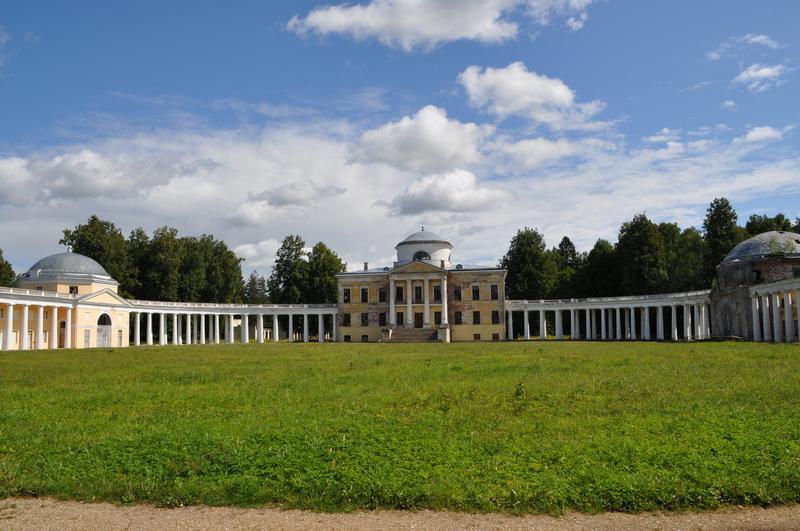 Главный дом усадьбы Знаменское-Раёк